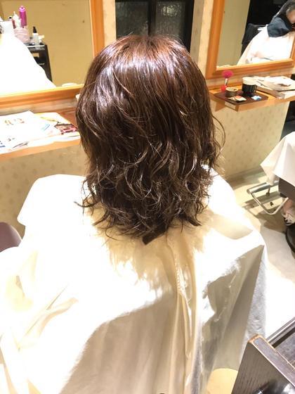 エアウェーブ!  10年ぶりのパーマということで エアウェーブでしっかりと パーマをあてさせていただきました(^^)  乾いた時の質感か 巻き髪のように軽くすごい オススメのパーマになっております! 石川清太の