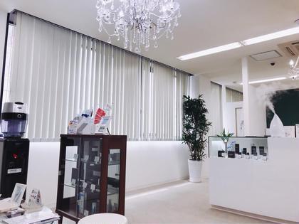 綺麗な店内✨  心地よい音楽が流れる癒しの空間✨ 完全個室、着替え完備です☆    ビューティライン所属・小林達矢のフォト