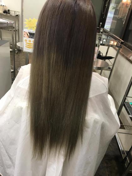 毛先になるにつれて明るくグラデーションカラー!巻くとかなり透明感が出ます! 根元は柔らかくラベンダーアッシュにさせていただいてます! ヘアーメイクウィル江坂店所属・赤堀美奈子のスタイル