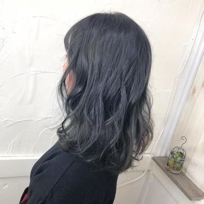 ブルージュカラー✨ブリーチしてません!! イルミナカラーのオーシャンで青味たっぷり透け透けカラー✨  平井里奈のセミロングのヘアスタイル