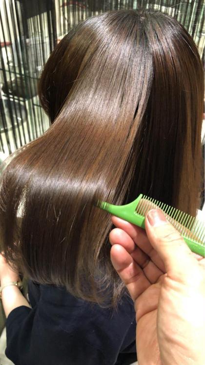 美容業界話題の『髪質改善ボトメント』時代はツヤのある髪から『触りたくなる髪へ』2回目以降は¥6600(税別)
