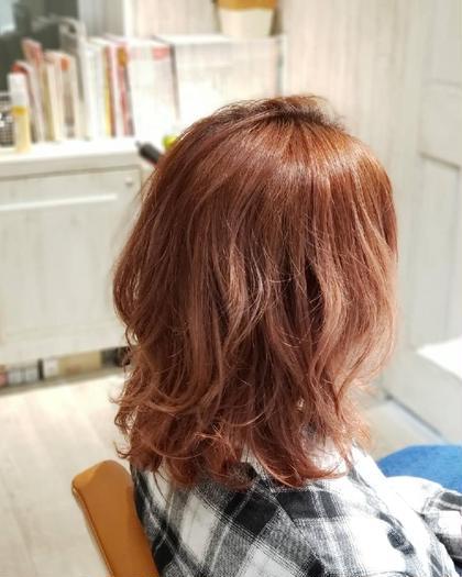 カラー 「ピーチオレンジ」 フレッシュな果実、鮮やかさをイメージしました。 どの季節でも!明るくしたい方にオススメのカラー! パーマ 「くせを生かしたパーマ」 その人にあったライフスタイル、顔、くせ、などに合わせたパーマです。 GO TODAY SHAiRE SALON所属・💕💉髪のお医者YUYA💉💕のスタイル