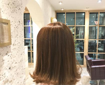 セミロング ハイライト+カラー+カット  細かいハイライトをたくさん入れて毛先のほうはグラデーションになるようにしてます(^ ^)  ベースは地毛の黒髪からのイメチェンです♪