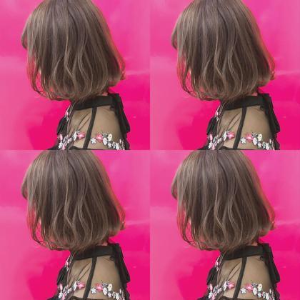 透明感たっぷりアッシュベージュがナチュラルにかわいい 福田愛実のミディアムのヘアスタイル
