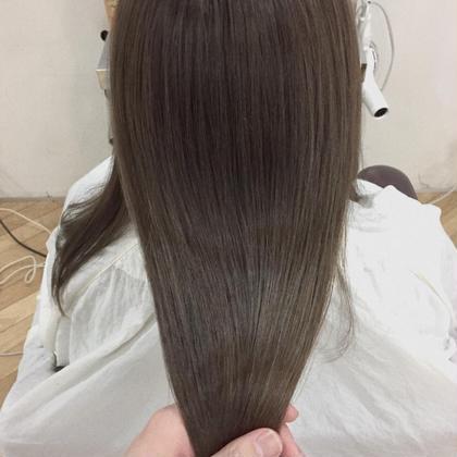 カラー ロング 髪質改善潤艶グレージュ& サロン専用トリートメントでこの艶感‼️  この時期髪がツヤツヤだと とっても素敵です!!  髪質改善のサロントリートメントが  3000円→1800円でお得に出来ます‼️
