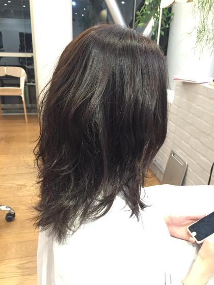 日本人特有の赤みを抑えた、透明感のあるソフトなアッシュグレージュのカラーリングになります。 V所属・秋山侑介のスタイル