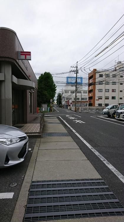 野田郵便局駐車場から出て西へ。 茶色いビルが当店です。 リリーズラッシュ所属・LILY'SLASHのフォト