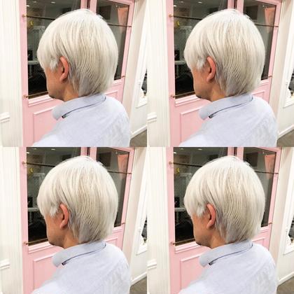 men's ・perfect White・ ✳︎10800円〜✳︎ ✳︎minaでブリーチ3〜5回出来れば綺麗なホワイトヘアを作れます👻 ✳︎ ✳︎ダメージが強いとブリーチが出来ない場合もあるのでご了承ください ✳︎ムラシャンはエンシェールズのシャンプーを薄めて使うのがオススメ🧖🏻♀️ ✳︎ ✳︎黒染めや縮毛、デジパをしていなくてダメージがひどくなければおおよそ4〜5回ブリーチで出来ます🦄✳︎ 最後まで可愛く仕上げます🇰🇷 ✳︎ お店の近くにあるティファニーカフェで映えな写真もプレゼントします🦄 ✳︎ ✳︎黒染め履歴、ダメージが強い方はでホワイトにはならないです💦  #原宿#ハイトーンカラー#シルバーカラー#ヘアカラー#ネイビーカラー#ホワイトカラー#ブロンドヘアー#アッシュ#ケアブリーチ#ブロンドカラー#派手髪#ラベンダーカラー#ミルクティーカラー#アッシュ#ミルクティーベージュ#ブルージュ#グレージュ#ピンクカラー#インナーカラー#ハイライトカラー#グラデーションカラー#bts#seventeen#twice ✳︎ ✳︎ ✳︎