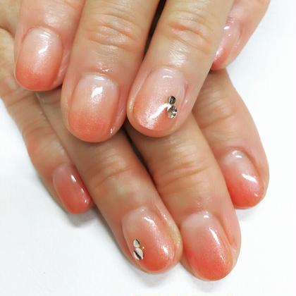 カラーグラデーション パールカラー ネイル&脱毛サロン ビュキュア所属・西村洋子のフォト