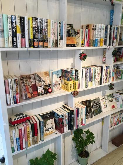 店内には文庫も沢山! 渋谷萌子のスタイル