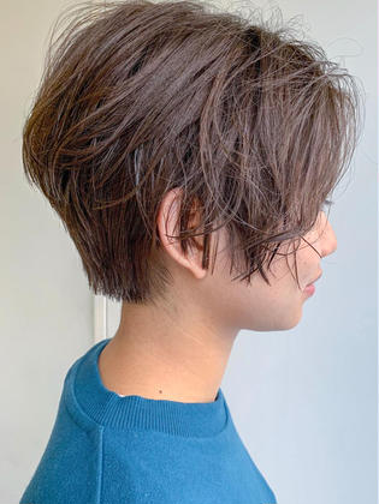 ショート ハンサムショート 直毛で毛が硬い方も ショートできますよ! 襟足はかなり浮き癖が強いので厚めにのこしています 髪質、骨格、頭の形、顔の形みてカットしております お任せください❤️