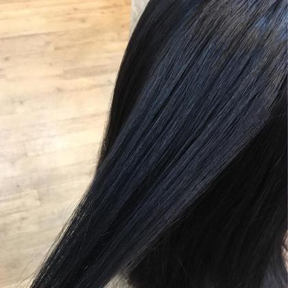 暗くしたいけど真っ黒は嫌!とゆう方にオススメ✨ ブルージュカラー💙透明感がでて普通の黒髪と違い重い感じがないんです!😆 シャンティー琴似店所属・高田沙貴のスタイル