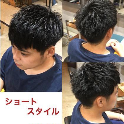 バッサリショートスタイルにしてみました😁 前髪は上げても下げてもカッコいい感じで トップは束感が出るように毛先セニングしました❗️ セットはジェルとハードワックスを1:1で使い束感が出るようにスタイリングしてみました‼️ BRaeVEhairdesign所属・山田勇太郎のスタイル