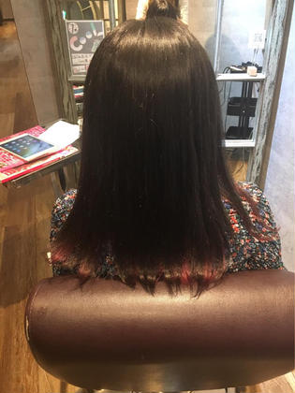 アッシュ系ダークカラー インナーカラーをピンクで夏っぽく hairresort  Ai所属・豊里美希のスタイル