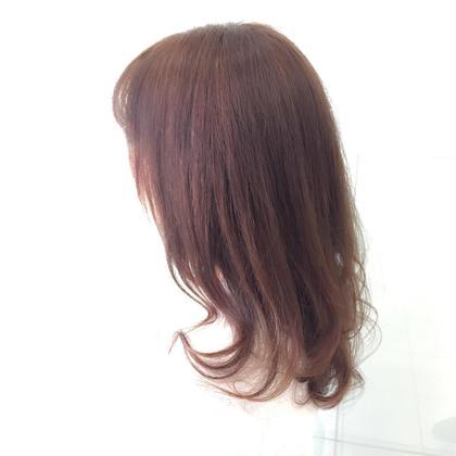 透明感をだすため、元々黄色っぽかった髪に シルバーとヴァイオレットで艶カラー AnOther HAIRSALON大倉山所属・デザイナータナカフジのスタイル