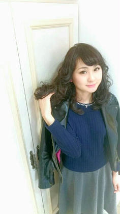 トップにレイヤーを入れてふわふわなウェーブスタイルに(^_^) BENI hair&make所属・ツジヤスユキのスタイル
