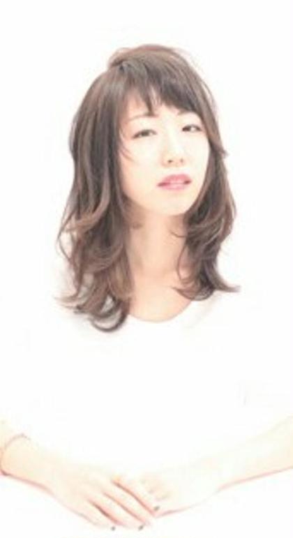 レイヤーの動きが、柔らかい質感と 女性らしい雰囲気を演出 美容室ZEENイースト店所属・奥村妙子のスタイル