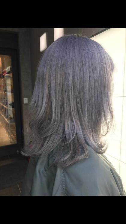 コスモアッシュカラー ディレクター飛田ケイのセミロングのヘアスタイル