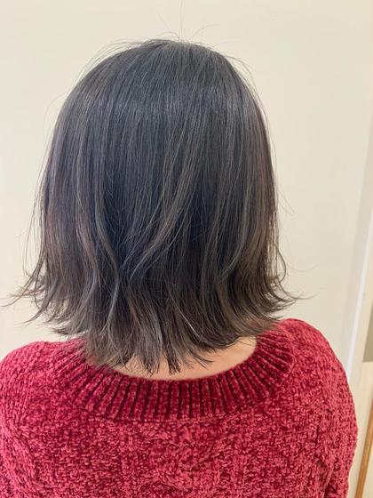 カラー ショート グレーアッシュグラデーション🌟  毛先をブリーチして根元暗めのグラデーション