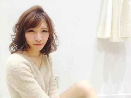 color→pinkbrown 段が少し入って巻くと ふわふわっと軽く見えるstyle☺︎ Agu hairsweet所属・W.ayumiのスタイル