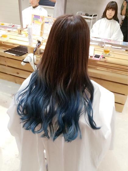 周りと差をつける奇抜な派手カラーがしてみたい方などにおすすめです! 根元からブルーにしてしまうと顔色が悪く見えてしまうのでブルーにしたい場合はグラデーションにするのがオススメです!!! mellowman所属・OKABERINAのスタイル