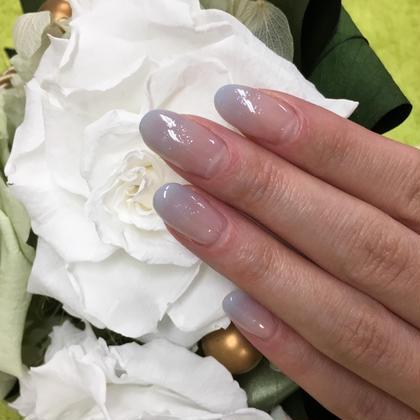 クリアグレイのグラデ+ラメ ひ所属・Nail Salonひのフォト