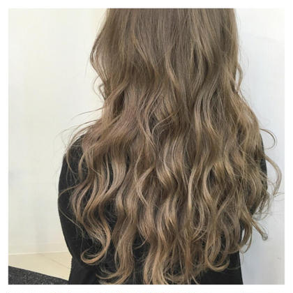 外国人風ロイヤルカラー×ウェーブスタイル‼️ ykfj hair所属・イズミタカヒロのスタイル