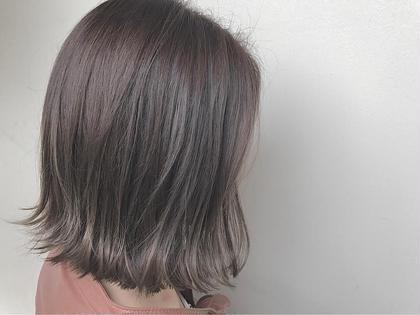 カラー ヘアアレンジ ミディアム ☑️Wカラー×アディクシーカラー イルミナWカラー+トリートメント¥10000クーポンと同じ料金でできます。    ✅ダブルカラーというのは、ダブルという言葉にあるように2段階の工程を経てカラーリングを行う方法です。 簡単に説明すると「ブリーチした後にカラーリングする」方法になります。 髪の毛にある「メラニン色素」をキレイにブリーチした後、お好みのカラーを入れる事によってより明るく、イメージに近い髪色にすることができます。  ✅アディクシーカラーとは グレージュ系ブルージュ系シルバー系をメインとしたカラー剤になり、プロセンスカラーと比べ彩度が濃いため一回のカラーでしっかりとブルージュ、グレージュ系の色をだせれるカラー剤となっております。