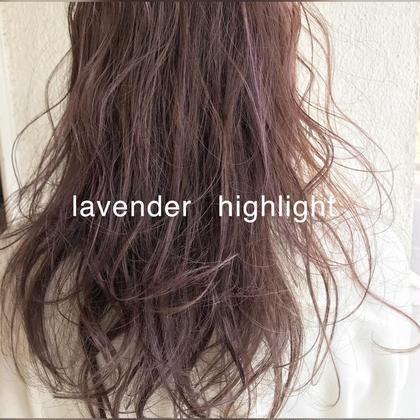 淡いラベンダーアッシュとバイオレットのハイライトの透け感カラー。 Musiiikhairのセミロングのヘアスタイル