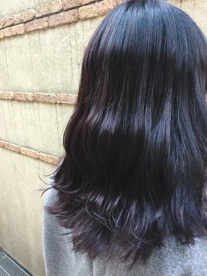 Dark violet ダークトーン,ブラックベースに色味をプラスしたカラー♪光加減で見え方がかわるのですごくかわいいです:D BEBE所属・NATSUKI.のスタイル