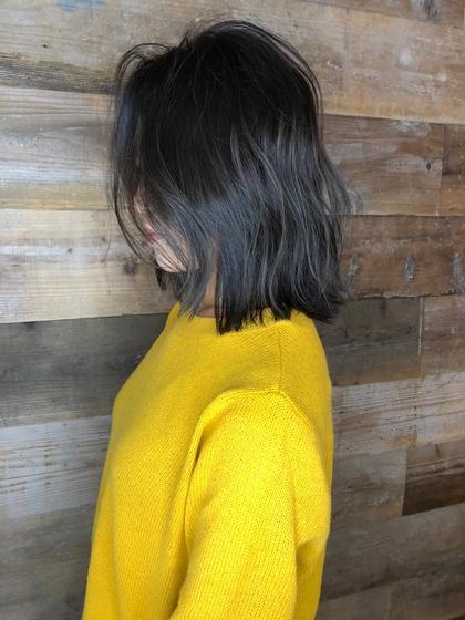 カラー ミディアム 【 ハイライト × ブルージュ 】  アッシュベースにハイライトを足したデザインカラーです🌟  細かいハイライトが退色してもメッシュっぽくならず自然と馴染むのでお客様から大好評です☺️  黒髪まではいきませんが、これだけトーンを落としても独自のこだわりのある選定で透明感たっぷりのブルージュカラーで重く見えません😊  グレージュ系も人気ですよ😉