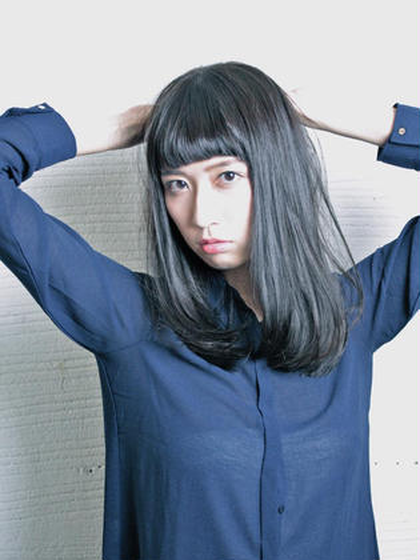 暗髪×ショートバング THEATER所属・成田佑弥のスタイル