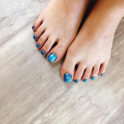 2019.8.13 ワンカラーフットネイル。 足は派手な色こそ似合います✨ Loveliest所属・Loveliestbeautyのフォト