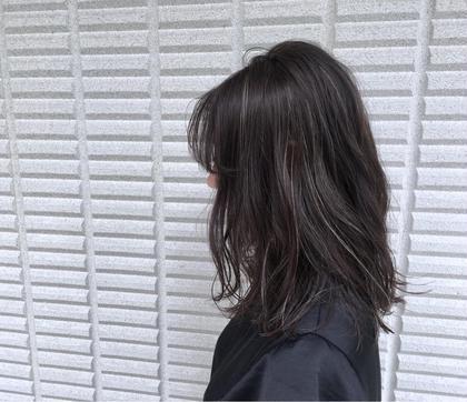 【 イルミナカラー × ハイライト 】  スーッと透ける シアーグレージュ にコントラストをつけた細めの ハイライト 大人気です ♪  高江秀聡のヘアスタイル・ヘアカタログ