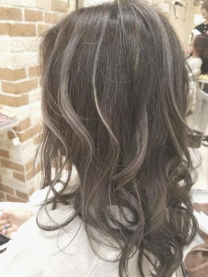 #外人風カラー 四家井幹也のセミロングのヘアスタイル