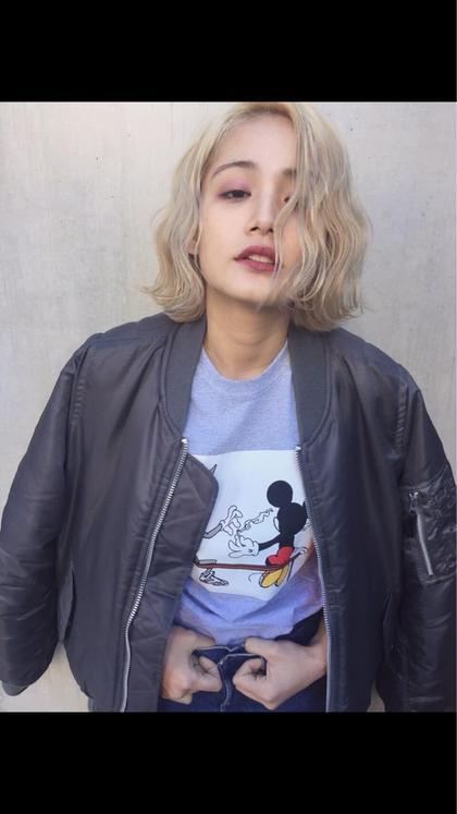ハイトーンボブ ディレクター飛田ケイのミディアムのヘアスタイル