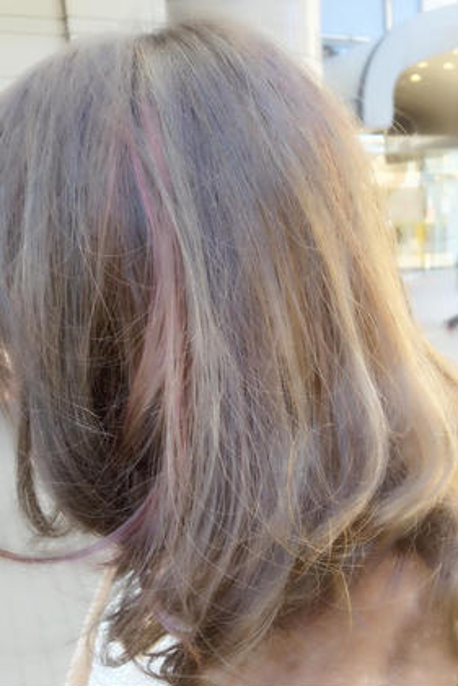 グレーベースにピンクのグラデーションデザインカラー 担当AKILA MODE K's阿倍野店所属・高野耀子のスタイル