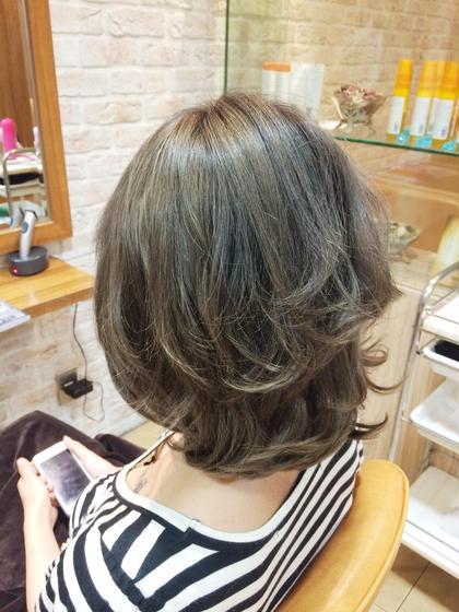 アッシュ系に同系色のローライトを入れてパーマで動きを出せば立体的に♪ hair flage所属・永田大樹のスタイル