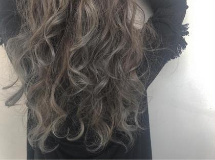 その他 カラー ロング ☑️バレイヤージュ×アディクシーカラー カラー+トリートメント¥3000 or¥3500のクーポンに+¥6000でできます!  ✅バレイヤージュとは、ほうきで掃くとういう意味のフランス語です。 髪の表面に、掃き後をつけるような、ナチュラルなハイライトをハケで入れていく手法です。 伸びかけの生え際の色も、グラデーション効果で目立たちにくく、ハイライトが髪全体に部分的に入ることによって、顔色を良く見せる効果もあります。  ✅アディクシーカラー グレージュ系ブルージュ系シルバー系をメインとしたカラー剤になり、プロセンスカラーと比べ彩度が濃いため一回のカラーでしっかりとブルージュ、グレージュ系の色をだせれるカラー剤となっております。