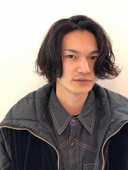 柔らかなミディアムパーマ。  松尾芳晴のメンズヘアスタイル・髪型