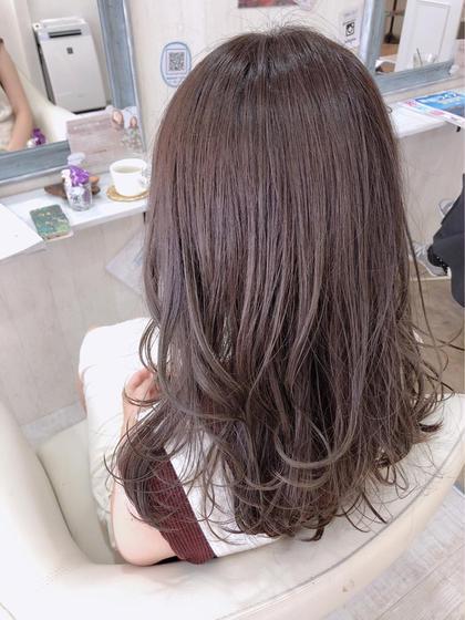秋色カラー🍂 ほんのりピンクの、ブラウンカラーです😊 毛先にかけて、アッシュを入れました💕 中本ひかるのロングのヘアスタイル
