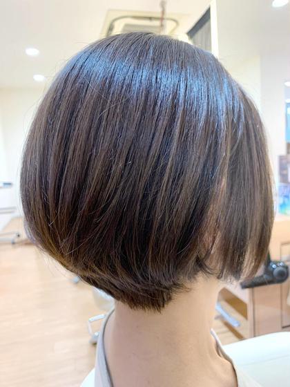 頭の丸みが綺麗に見えるショートスタイル🌟グレージュ系カラーで軽やかに見えるスタイルです