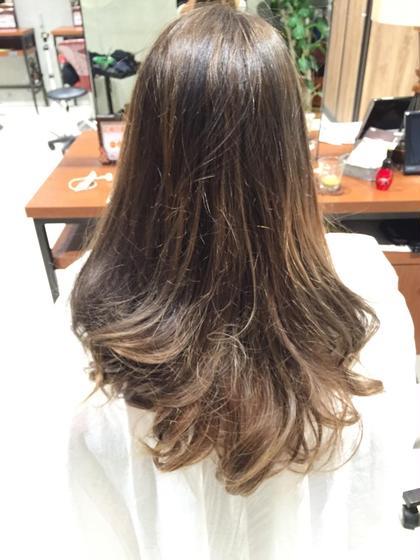 毛先に向かって明るくなっていく、シルバーアッシュです! HAIR&MAKE EARTH二俣川所属・平賀凌のスタイル