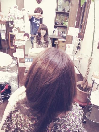 明るいカラーをしていても酸性のパーマ剤で丁寧に加温でかけます。てろんてろんの髪は無理です(中の構造がスカスカ状態) Shimo のパーマ