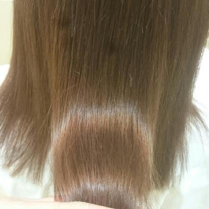 ブリーチ毛に縮毛矯正でもこの艶です。