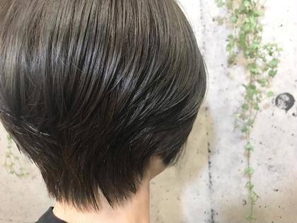 https://instagram.com/p/Bqv1FojHOh9/ ✻ matt gray🌫 * 抜けきった髪色をきれいにトーンダウン😊 落ち着いた冬にピッタリのカラーです☃ * 髪型はすっきりシルエットのグラボブ💁🏻♀️💕 * クリスマス🎄・年越し🎍 前に髪のメンテナンスをオススメします🧚🏻♂️💫 * 12月〜のサロンモデルさん募集しております!(カラー、ダブルカラー、ストレートパーマ等) DM等でお気軽に連絡してください😊 ✻ #美容師 #アシスタント #美容室 #サロン #ヘアサロン #山梨 #甲府 #background #matt #gray #gradation #gradationcolor #color #マット #グレー #ハイライト #グラデーション #カラー #ダブルカラー #ストレートパーマ #カラーモデル #グラデーションボブ #グラボブ #トリートメント #かわいい #きれい #サロンモデル #募集中 #モデル募集中 background所属・AMINOSONOKAのスタイル