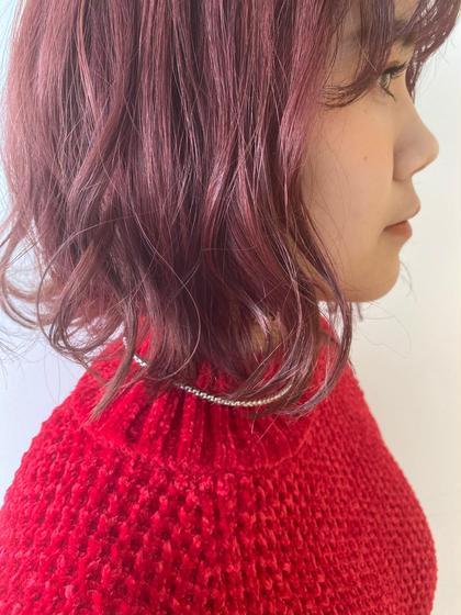 前回の来店時にブリーチをしている髪です! 暖色系のカラーならブリーチしなくてもあかみをだすことができますが、ここまでの発色は難しいので綺麗に暖色系したい方は1回のブリーチがオススメです🙂