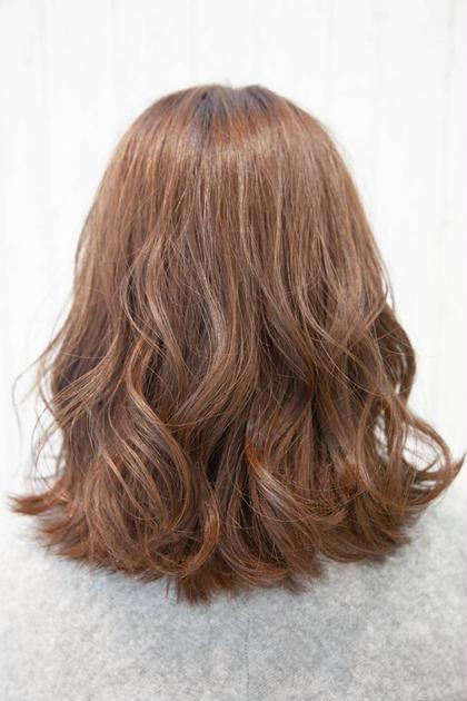 肩につく位のAラインミディアムです。 ベージュ系の透け感あるカラーです。 PERS hair design 大倉山店所属・三國祐美のスタイル