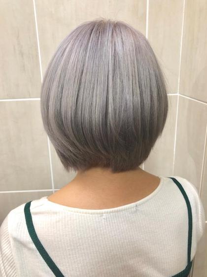 カラー ショート ブリーチをして、紫味を入れることで抜けた時に白っぽく抜けるようにしました☺️🌈