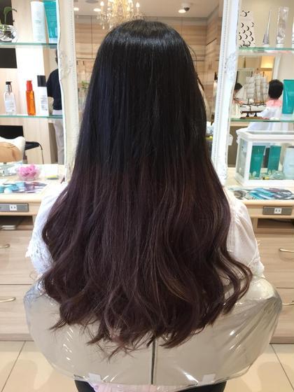 毛先だけ1度ブリーチをして グラデーションカラーに仕上げました🌈 ※プラスで料金いただくようになります。 ご了承ください。